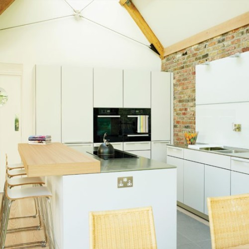 Dapur modern dengan aplikasi bata ekspose (Housetohome)
