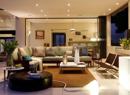 Sofa berdesain minimalis untuk interior rumah mewah (Drissimm)