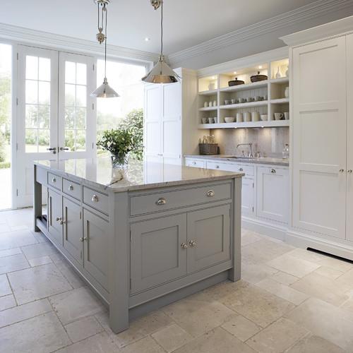 Dapur klasik ala Contemporary Shaker Kitchen (Houzz)