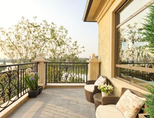 Balkon Sebagai Ruang Santai (Fotolia)