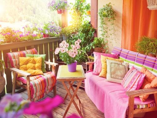 Desain balkon rumah full-ccolor (Fotolia)