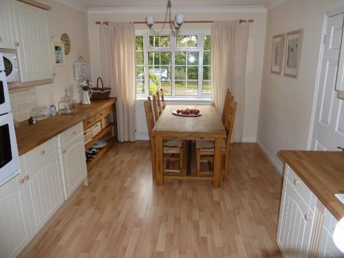 Memilih lantai dapur menurut bahannya (Amazingtile)
