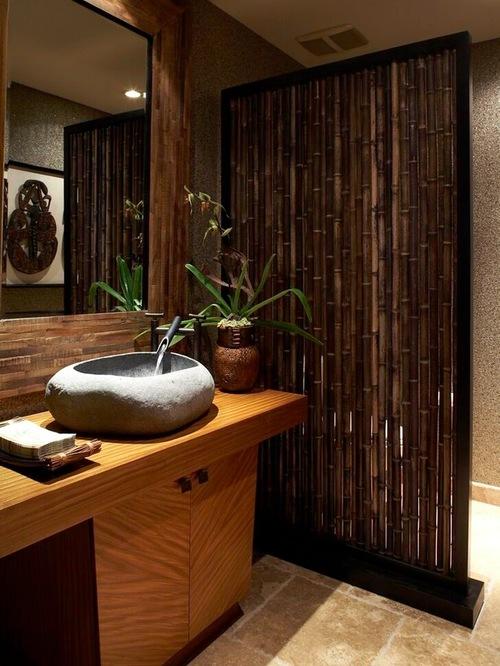 Bambu sebagai sekat di kamar mandi (Houzz)