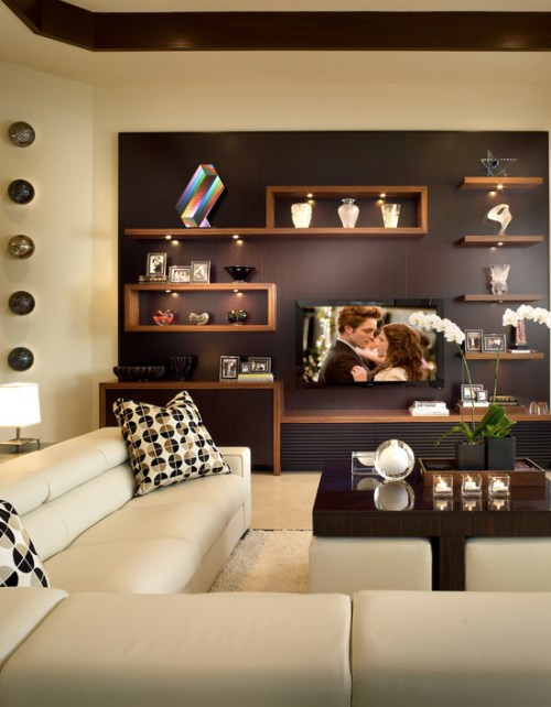 Contoh rak sebagai dinding tumpu di ruang keluarga (Residencestyle)