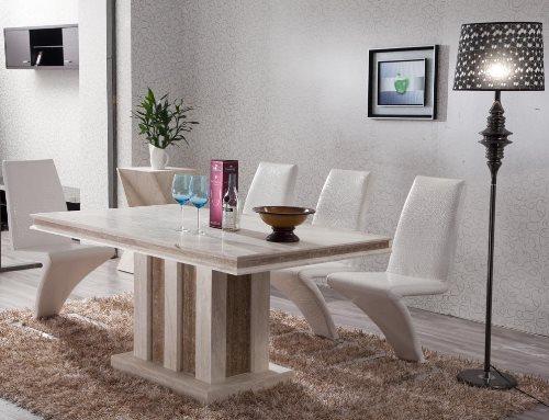 Dekorasi interior rumah modern dengan meja pualam (Home.tostbistro)