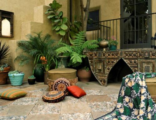 Dekorasi teras belakang dengan variasi tekstur lantai (estphoria.sunset)