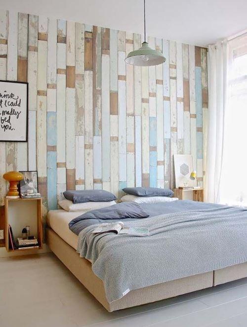Kamar tidur kecil dengan dinding tumpu unik (Homeattractive)