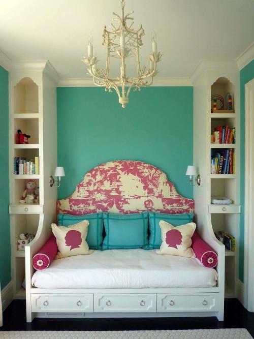 Kamar tidur kecil dengan headboard multi-fungsi (Bajuolahragamuslim)