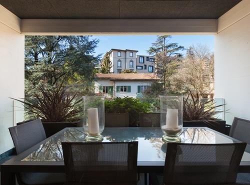 Balkon Rumah Sebagai Ruang Makan Ekstra (Fotolia)