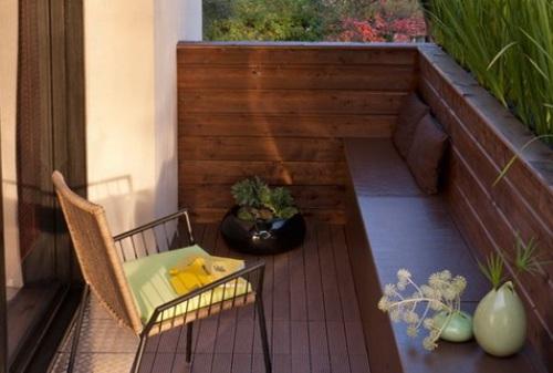 Balkon kayu dengan pagar pengaman - Stylisheve