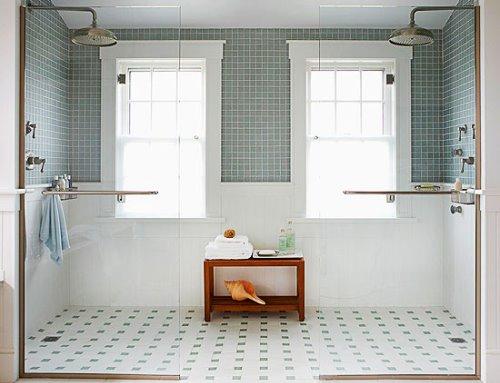 Contoh desain kamar mandi modern dengan walk-in shower (Tophomedesigns)