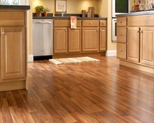 Contoh lantai dapur berbahan kayu laminating (Bobfrady)