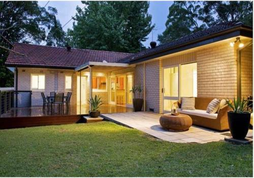 Contoh rumah minimalis 1 lantai dengan garden dining