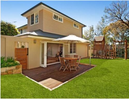 Contoh rumah minimalis 2 lantai dengan garden dining