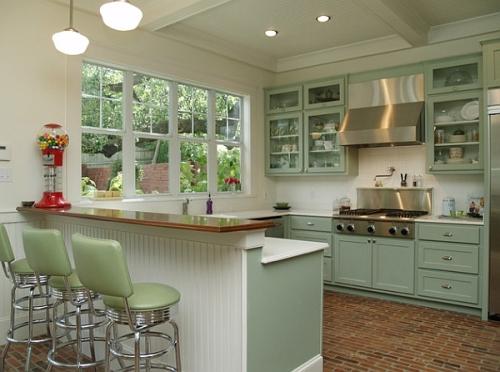 Dapur Bergaya Retro dengan cat off-white