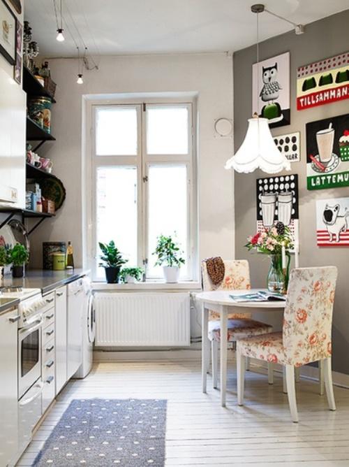 Dapur mungil dengan elemen tulisan dan motif campuran - Jana S - Pinterest