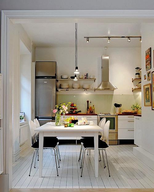 Dapur mungil tampak rapi dan tertata