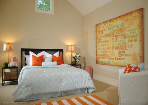 Dekorasi kamar tidur dengan sentuhan warna kontras