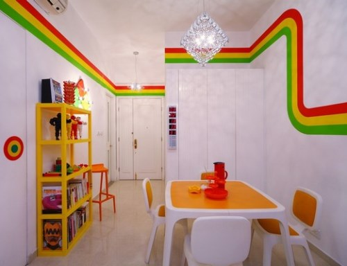Dekorasi ruang makan dengan aksen pelangi (Freshome)