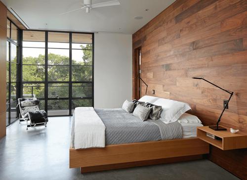 Desain dinding tumpu dengan panel kayu (Freshome)