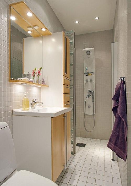 Desain interior kamar mandi kecil minimalis dengan kabinet built-in -Damascusfortune