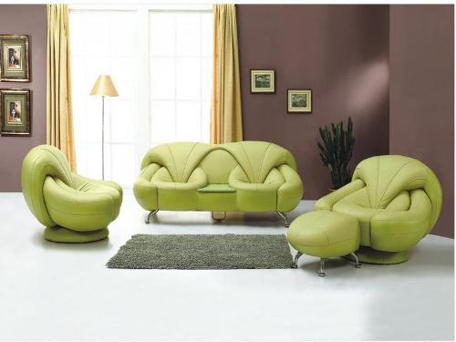 Desain Interior Minimalis: Ruang Tamu dengan Sofa Unik