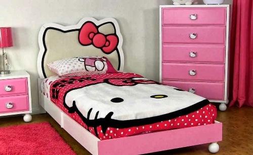 Desain kamar tidur anak perempuan dengan tema Hello Kitty