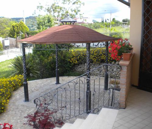 Desain taman depan minimalis dengan canopy mini