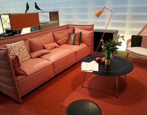 Furniture berwarna lembut adalah pilihan di rumah minimalis sederhana