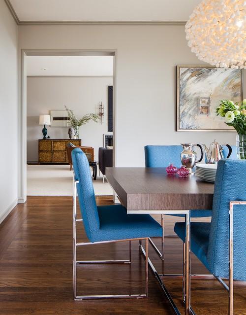 Furniture yang simple namun apik menjadi dekorasi di ruang makan minimalis