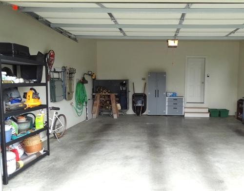 Garasi rapi dapat menaikkan harga jual rumah minimalis - Bettybrigade