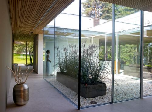 Inner court berfungsi sebagai bukaan udara dan cahaya