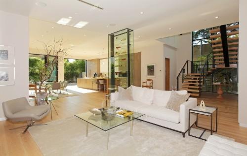 Interior Desain Rumah Sederhana 2 Lantai dengan warna lembut