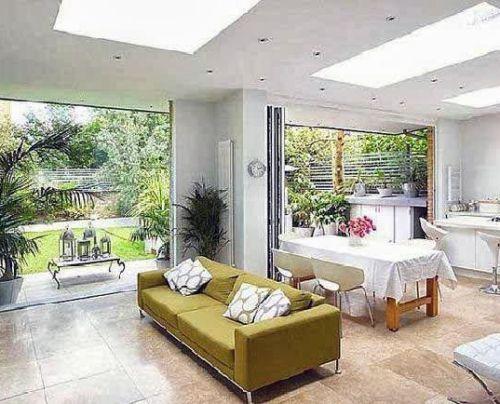 Interior dengan warna cerah dan cahaya optimum tampak lebih lapang dan sehat