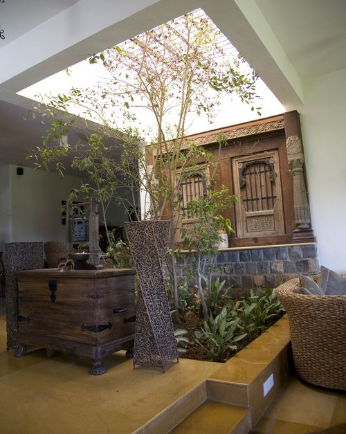 Interior eklektik dengan taman minimalis