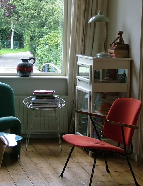 Interior ruang tamu vintage dengan kursi kawat - Houzz