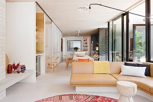Interior rumah minimalis dengan warna pastel lembut