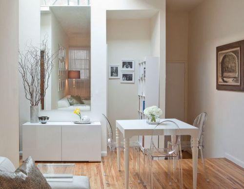 Interior rumah minimalis type 45 dengan kursi makan transparan - Homedit