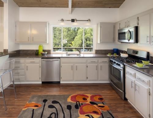 Jendela rumah minimalis model fixed windows - Shutterstock