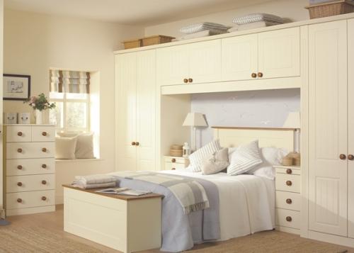Kamar tidur hemat ruang di rumah mungil