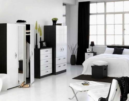 Kamar tidur monokrom dengan dominasi hitam dan putih