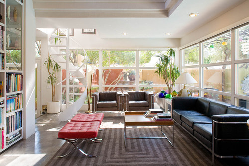 Ruang keluarga bertema modern dengan furniture minimalis