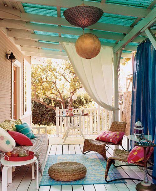Ruang keluarga minimalis eklektik dengan konsep terbuka