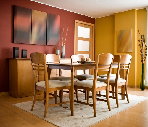 Ruang makan modern natural dengan lantai parket - Shutterstock