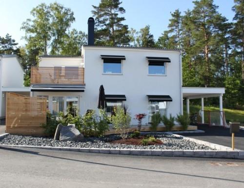 Rumah 2 lantai bergaya Eropa kontemporer