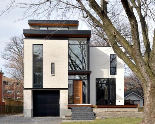 Rumah 2 lantai dengan tampak depan hitam-putih