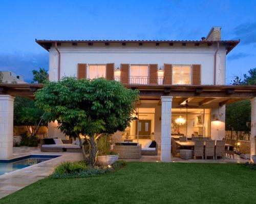 Rumah Mewah Minimalis 2 Lantai ala Mediterrania dengan atap datar