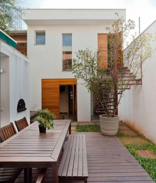 Rumah tingkat minimalis dengan arena santai outdoor