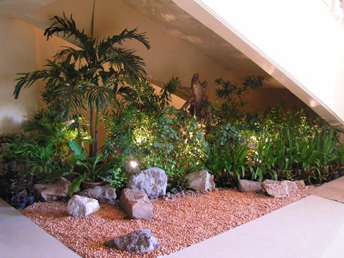 Taman Minimalis Dalam Rumah dengan batu alam