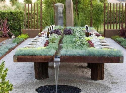 Taman mini dengan media meja dan kolam - Lushome